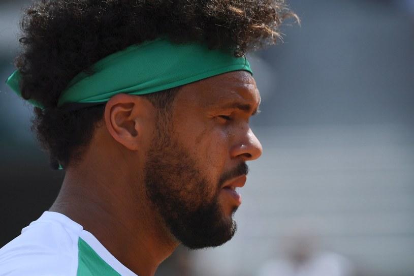 Jo-Wilfried Tsonga bardzo szybko pożegnał się z kortami Rolanda Garrosa /AFP