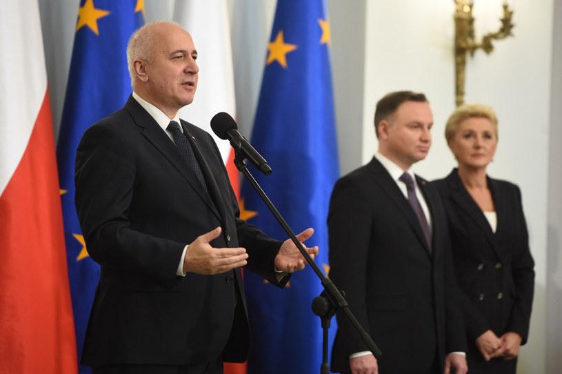 Joachim Brudziński na pierwszym planie, a w tle para prezydencka /Zbyszek Kaczmarek /Reporter