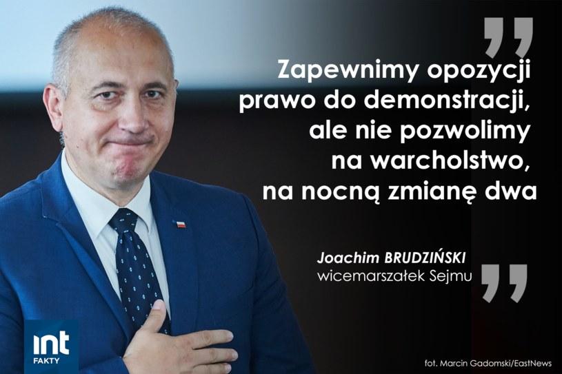 Joachim Brudziński przemawiał podczas manifestacji przed Pałacem Prezydenckim w Warszawie /INTERIA.PL