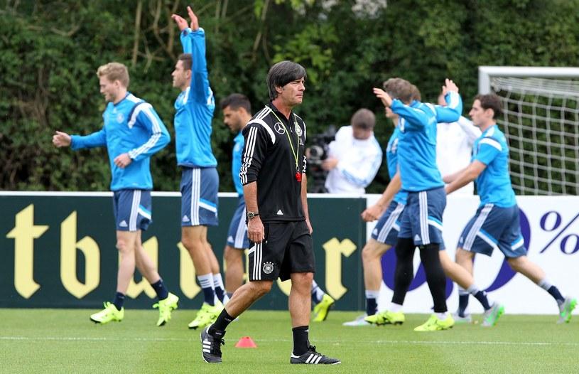 Joachim Loew z piłkarzami reprezentacji Niemiec na treningu /AFP
