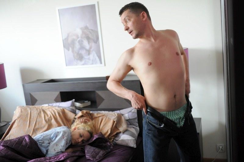 Joanna (Anna Cieślak) i Bogdan (Wojciech Brzeziński) uprawiali seks jeszcze przed ślubem /Agencja W. Impact
