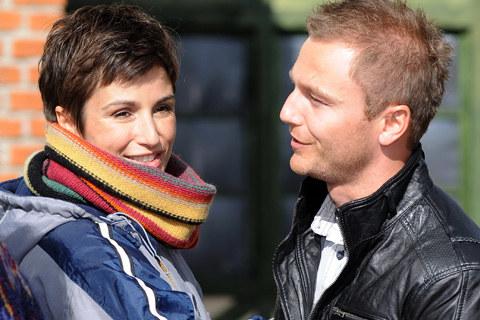 """Joanna Brodzik i Krystian Wieczorek na planie """"Domu nad rozlewiskiem"""" /fot. Andras Szilagyi /MWMedia"""