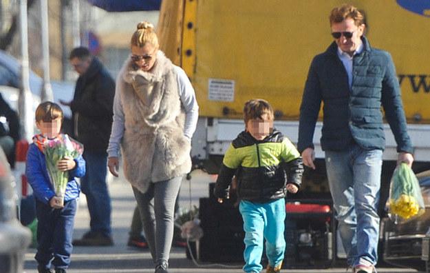 Joanna Brodzik i Paweł Wilczak z synami /Foto IP