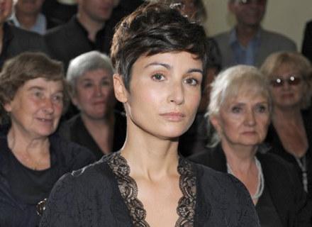 """Joanna Brodzik w scenie z serialu """"Dom nad rozlewiskiem"""" / fot. Andras Szilagyi /MWMedia"""