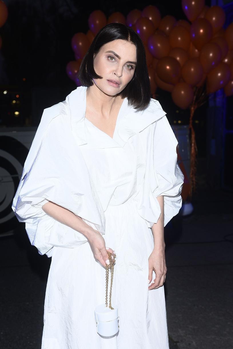 Joanna Horodyńska cała w bieli /VIPHOTO /East News