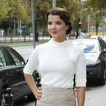 Joanna Jabłczyńska postawiła na elegancką stylizację! Wszystko popsuły te buty...