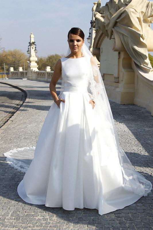 Joanna Jabłczyńska w sukni violi Piekut /Krzemiński Jordan /AKPA