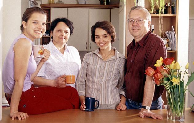 Joanna Jabłczyńska z mamą, siostrą i ojcem /Michał Hetmanek /Reporter