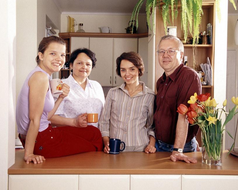 Joanna Jałbczyńska z mamą, siostrą i ojcem, 2001 r. /Michał Hetmanek /Reporter