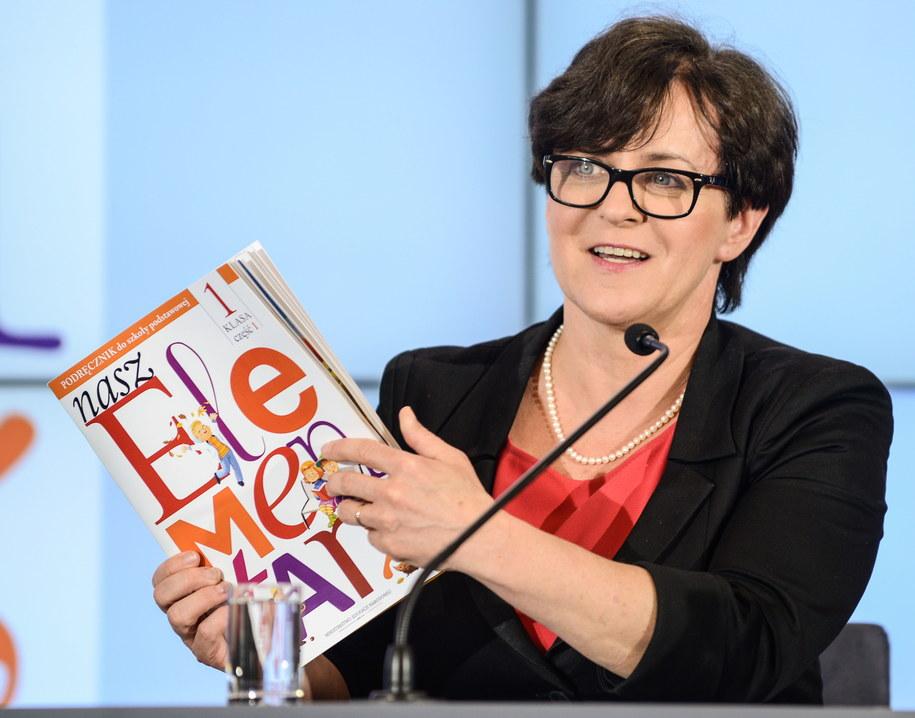 Joanna Kluzik-Rostkowska zaprezentowała pierwszą część darmowego podręcznika /Jakub Kamiński   /PAP