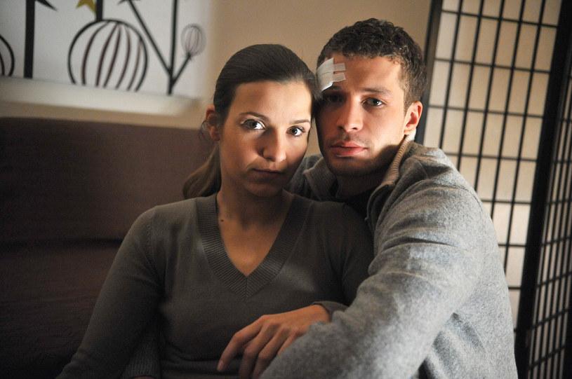 """Joanna Koroniewska i Andrzej Młynarczyk na planie serialu """"M jak miłość"""" (2008) /AKPA"""