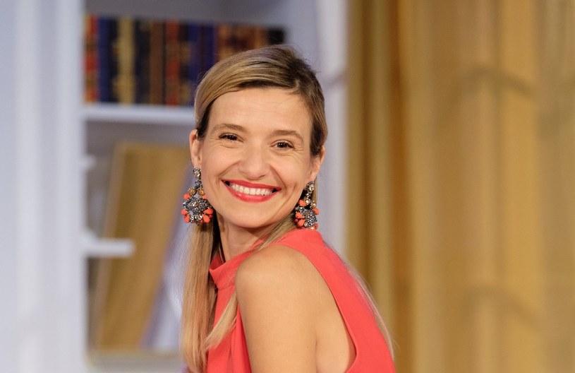 """Joanna Koroniewska na przedstawieniu """"W łóżku z rabusiem"""" w teatrze Komedia /Bartosz Krupa /East News"""