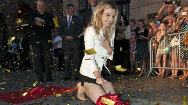 Joanna Koroniewska nie kryła wzruszenia podczas niedzielnej uroczystości - fot. J.Rojek /East News
