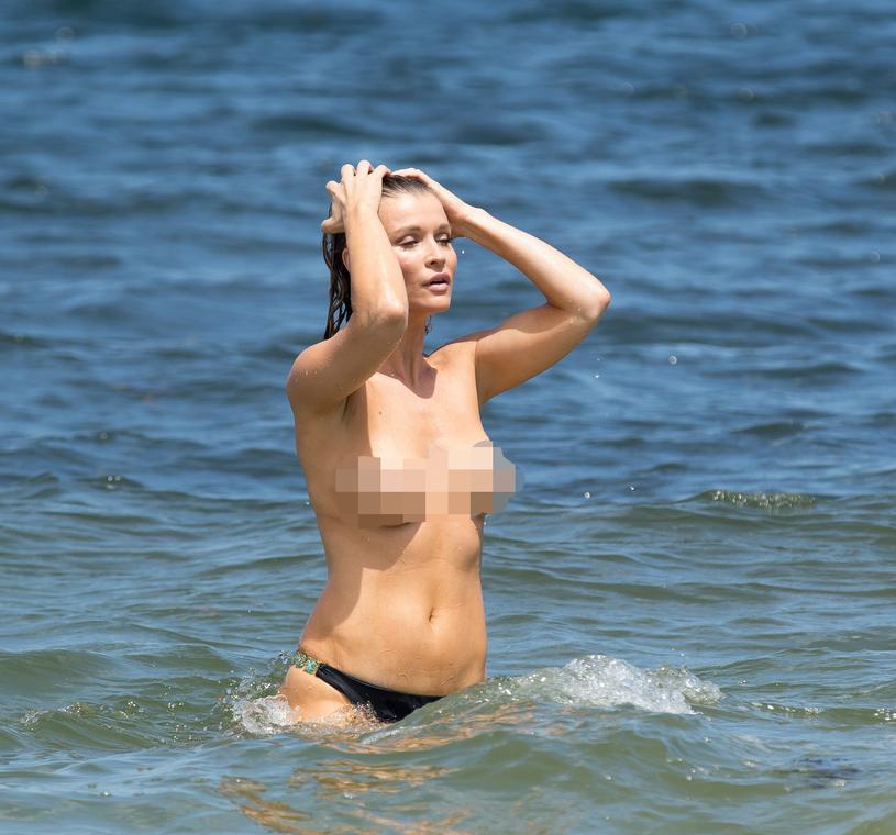 Joanna Krupa chyba lubi swoje ciało. Musi jednak liczyć się z tym, że w czasie ewentualnej ciąży sporo się zmieni /East News