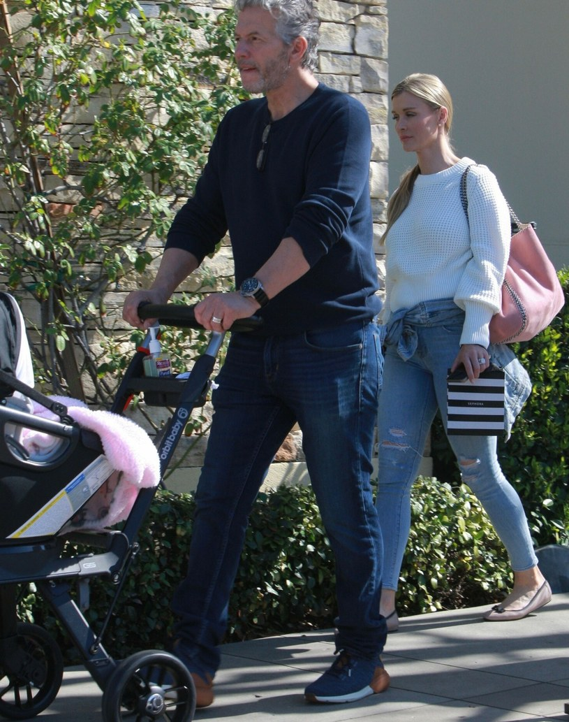 Joanna Krupa jest po uszy zakochana w swoim mężu, Douglasie Nunesie /Rex Features /East News