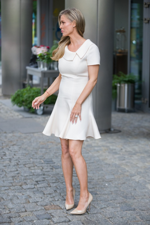 "Joanna Krupa pod studiem ""DDTVN"" /Artur Zawadzki /Reporter"