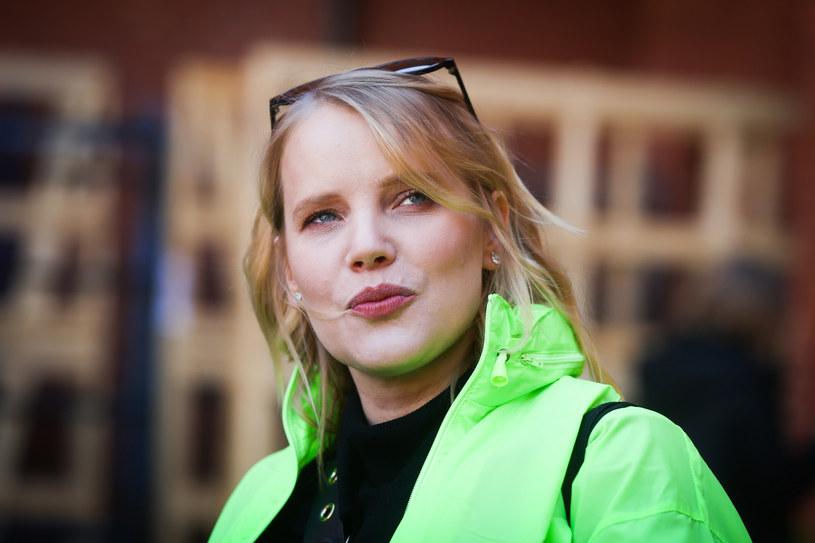 Joanna Kulig zaprezentowała się w sukni projektu Tomasza Ossolińskiego /Beata Zawrzel /Reporter
