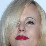 Joanna Kurowska i jej krwistoczerwone usta na pokazie mody
