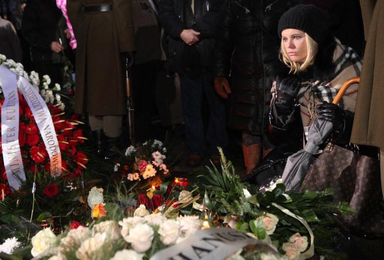 Joanna Kurowska na pogrzebie Adama Hanuszkiewicza w 2011 roku /Tomasz Radzik /East News