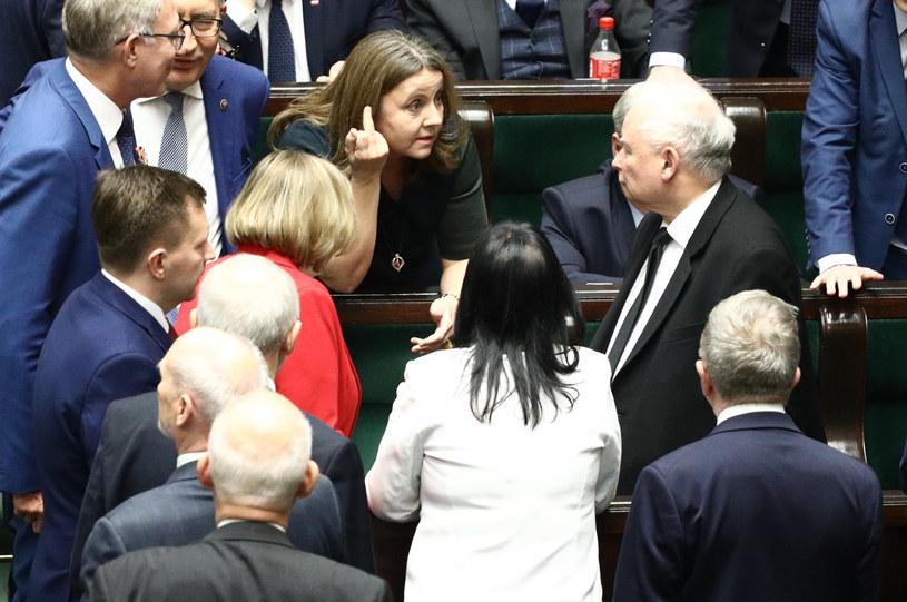 """Joanna Lichocka przesuwała """"energicznie dwukrotnie palcem pod okiem, bo była zdenerwowana"""" /Fot Tomasz Jastrzebowski /Reporter"""