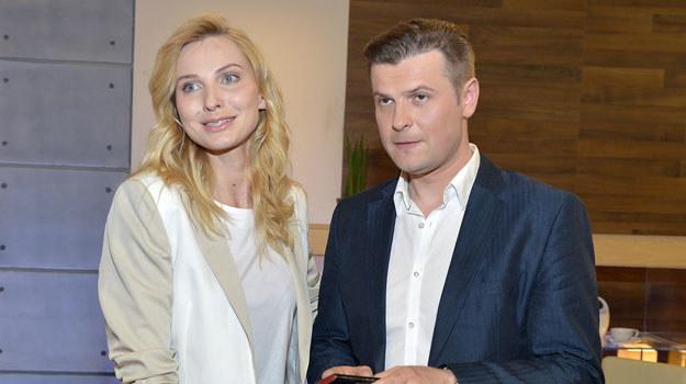 Joanna Moro i Szymon Sędrowski, zanim spotkali się na planie, musieli pokazać, że... jest chemia /Gałązka /AKPA