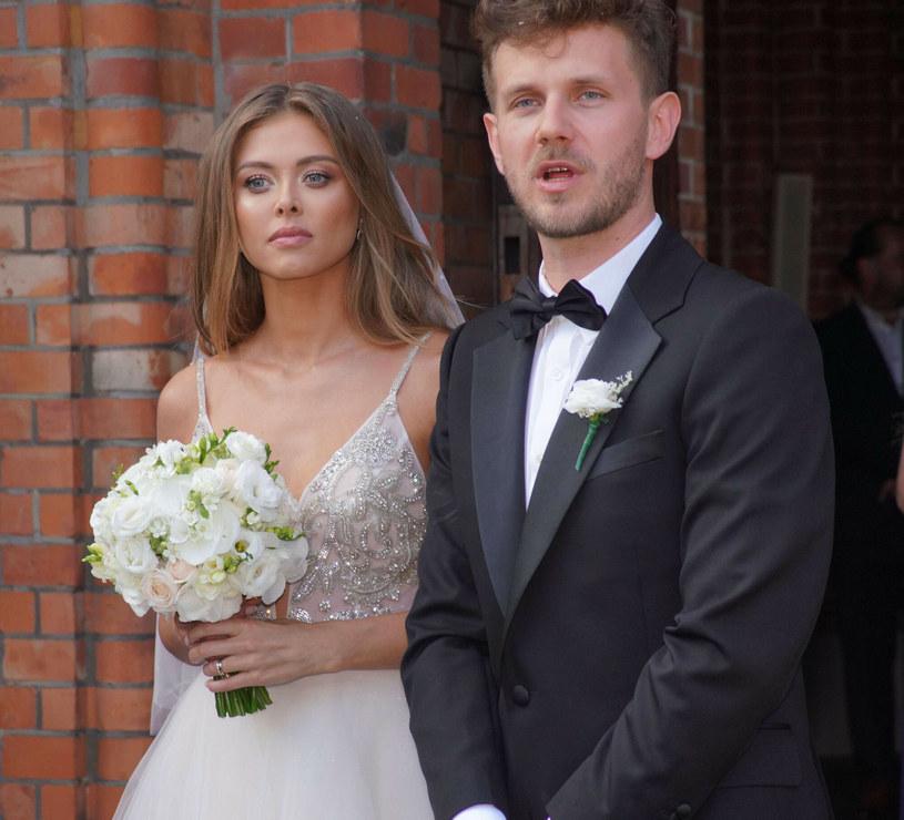 Joanna Opozda i Antek Królikowski wzięli ślub 7 sierpnia, a na uroczystości zaślubin pojawił się tłum gości /Tricolors /East News