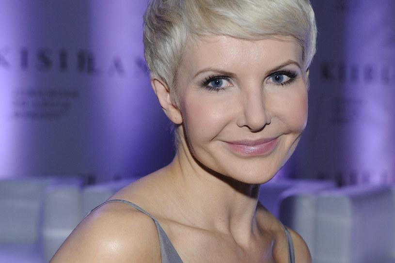 Joanna Racewicz powoli żegna się z żałobą /MWMedia