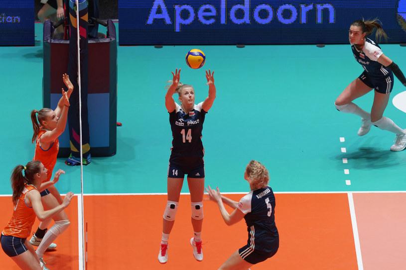 Joanna Wołosz w akcji w meczu z Niderlandami /www.cev.eu