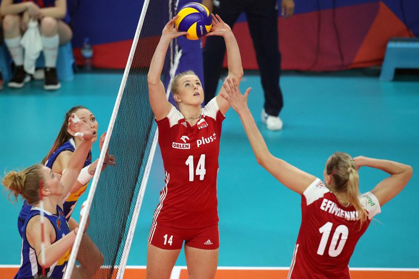 Joanna Wołosz wystawia piłkę /Jakub Piasecki /Newspix