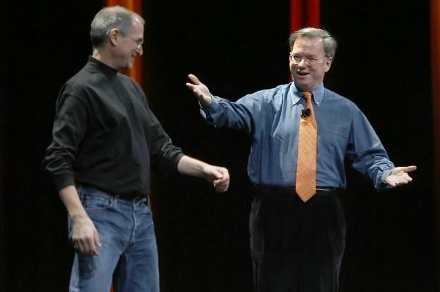 Jobs i Schmidt w styczniu 2007 roku - pierwszy pokaz iPhone'a. Wtedy jeszcze dobrzy koledzy... /AFP