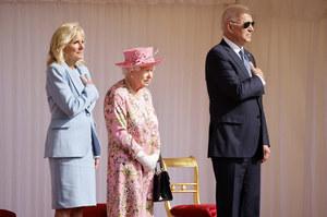 Joe Biden krytykowany za złamanie protokołu podczas spotkania z królową Elżbietą II