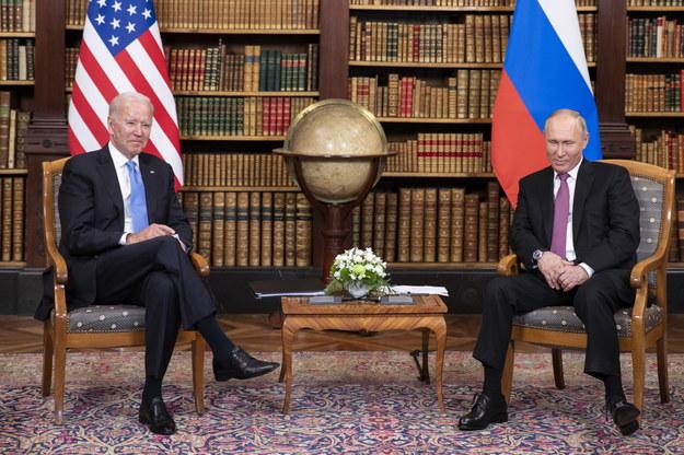 Joe Biden oraz Władimir Putin podczas spotkania w Genewie /PETER KLAUNZER /PAP/EPA