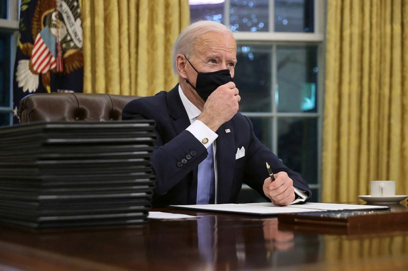 Joe Biden podpisał pierwsze zarządzenia /Chip Somodevilla /Getty Images
