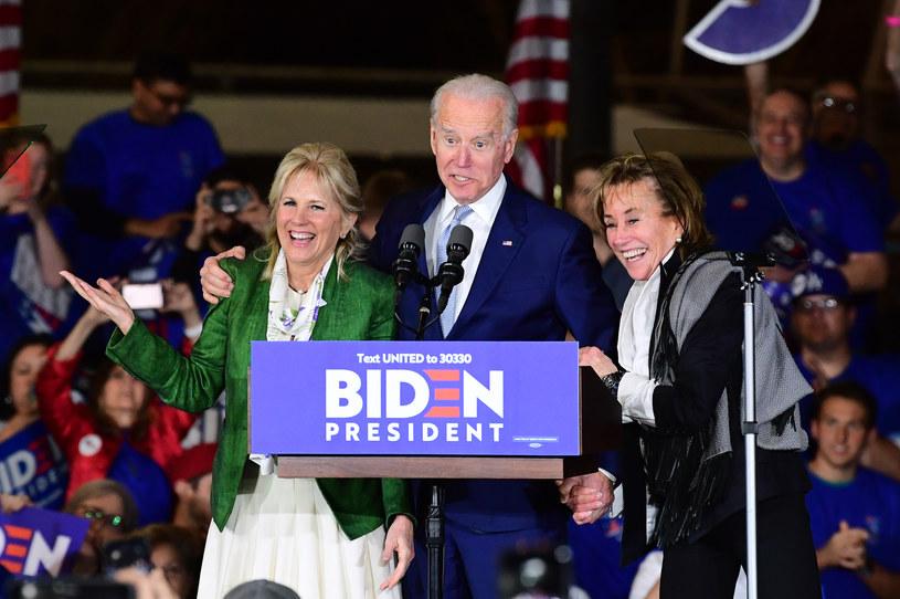 Joe Biden z żoną i siostrą w Los Angeles /AFP