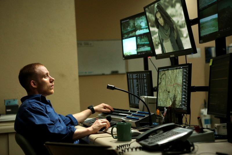 """Joe Cole jako Gordon w filmie """"Oko na Julię"""", fot. Against Gravity /materiały prasowe"""