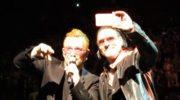 Joe Hier jest łudząco podobny do lidera U2