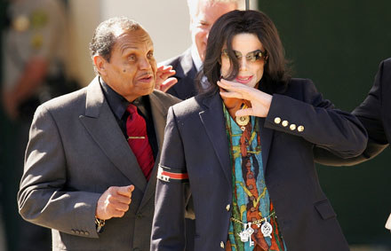 Joe i Michael Jacksonowie fot. Carlo Allegri /Getty Images/Flash Press Media