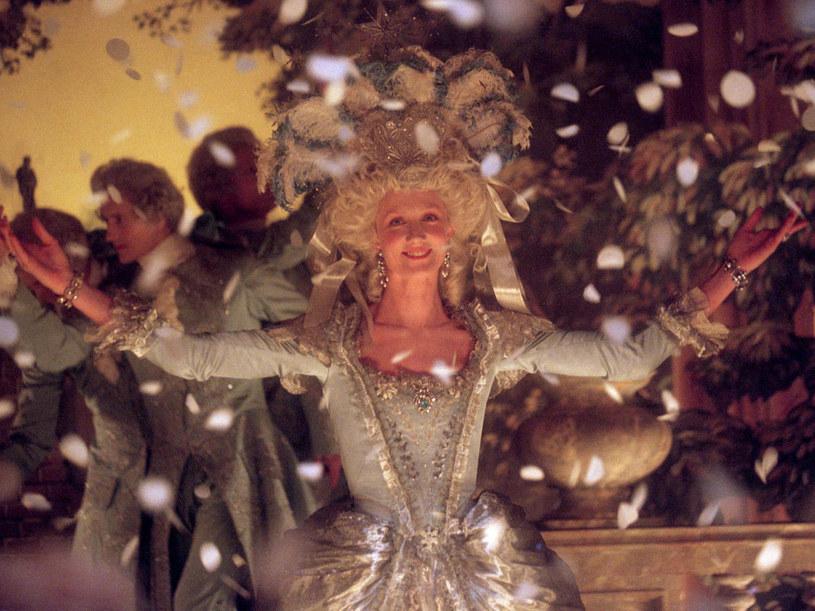 """Joely Richardson jako królowa (""""Afera naszyjnikowa""""). /materiały prasowe"""