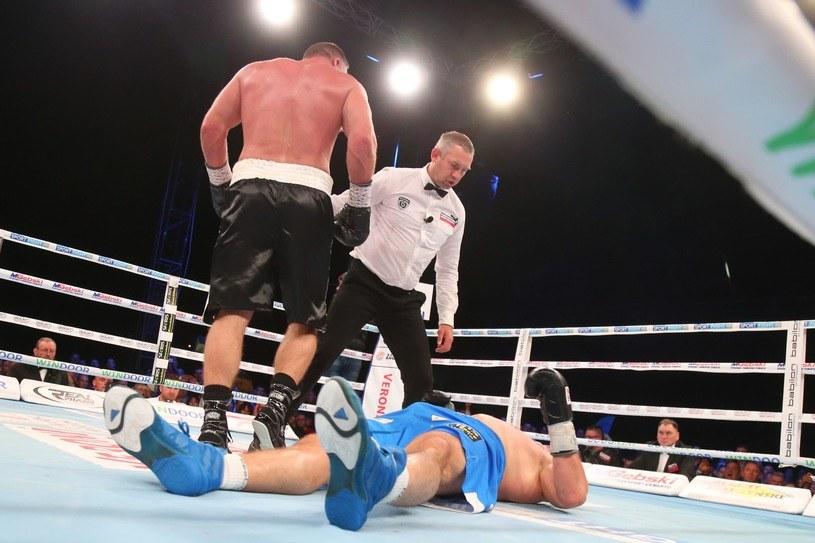 Joey Abell (tyłem) znokautował Krzysztofa Zimnocha /Tomasz Radzik /East News