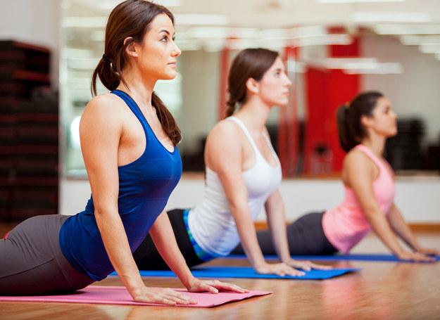 Joga pomaga w rozwoju nie tylko fizycznym, ale i duchowym /123RF/PICSEL