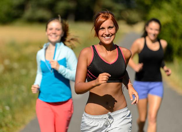 Jogging jest coraz popularniejszą aktywnością fizyczną wśród Polaków /Picsel /123RF/PICSEL