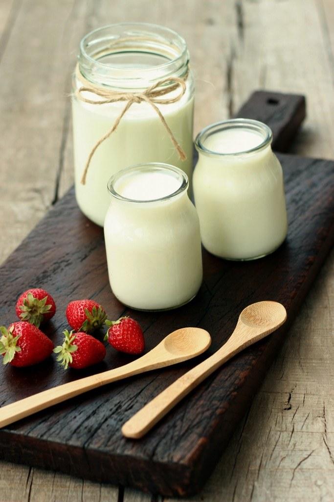 jogurt i właściwości /© Photogenica