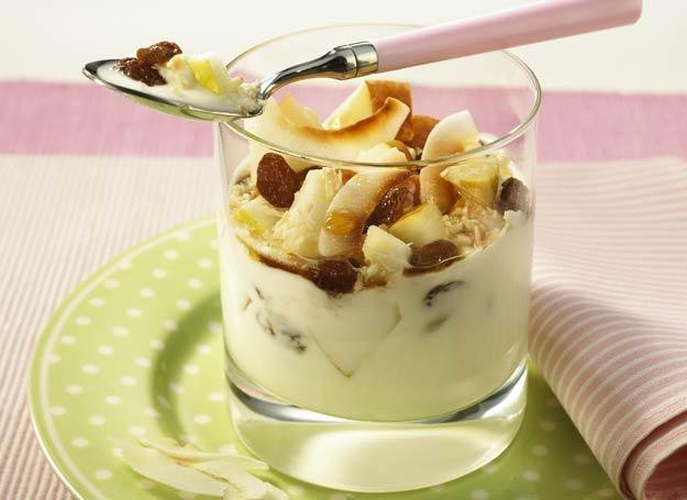Jogurt kokosowy z gruszką i syropem klonowym
