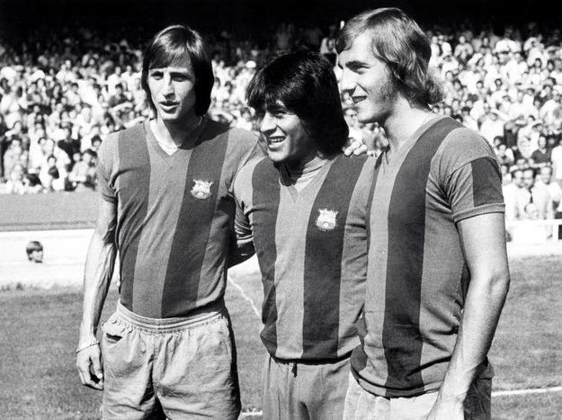 Johan Cruyff (z lewej), Hugo Sotil (w środku) i Johan Neeskens /AFP