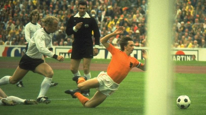 Johan Cruyff (z prawej) w reprezentacji Holandii /Getty Images