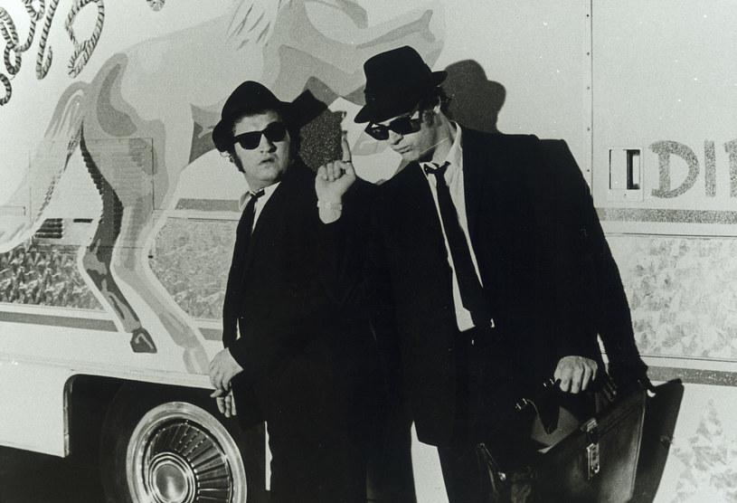 """John Belushi z Danem Aykroydem stworzyli niezapomnianych """"Blues Brothers"""" /AKPA"""