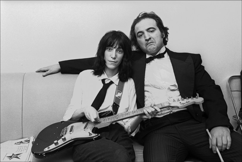 "John Belushi z Patti Smith przed nagraniem ""Saturday Night Live"" /East News"