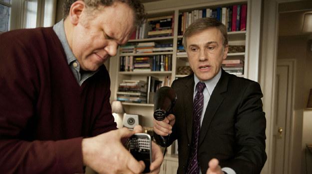"""John C. Reilly i Christoph Waltz w scenie z filmu """"Rzeź"""" /materiały dystrybutora"""