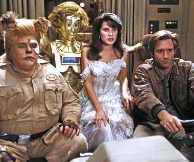"""John Candy, Daphne Zuniga i Bill Pullman w filmie """"Kosmiczne jaja"""""""