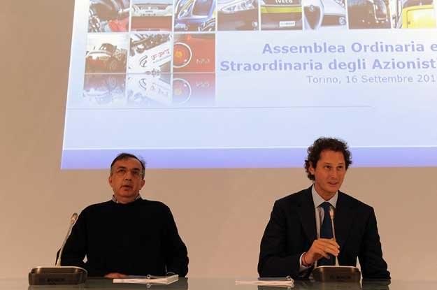 John Elkann (z prawej)  i Sergio Marchionne podczas konferencji prasowej /AFP